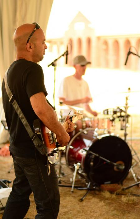 Starryville: Guitar and Drums at Art Out Loud